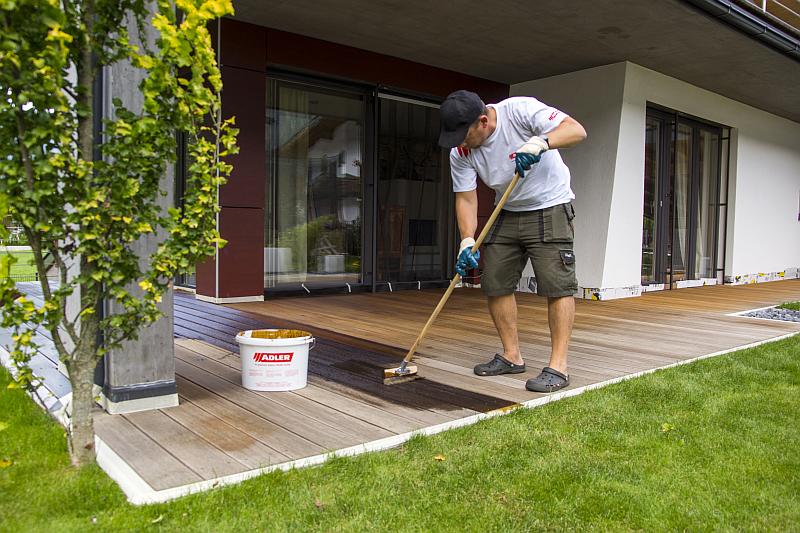 Taras drewniany, deski elewacyjne i podbiciowe – dowiedz się jak je chronić i regularnie pielęgnować, tak, aby służyły latami
