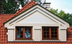 Lukarna i okno połaciowe. Jak dobrać wymiary okien na poddaszu?