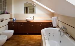Urządzenia sanitarne w łazience - sprawdź, jak korzystnie rozplanować ich ustawienie