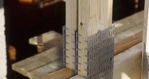 Właściwe połączenia krokwi. Zasady montażu więźby dachowej tradycyjnej i prefabrykowanej.