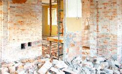 Burzenie ścian, nowe schody, zabudowa loggii: zmiany konstrukcyjne w trakcie rozbudowy domu