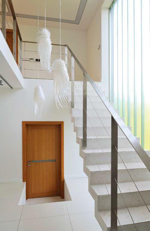 Szklana ściana doświetlająca klatkę schodową