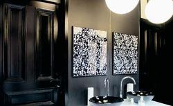 Aranżacja małej łazienki. Jak stare, zniszczone wnętrze po remoncie zyskało nowoczesny charakter