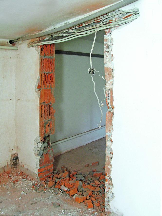Wyburzanie ściany a instalacje