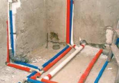 Jakie rury w instalacji wodnej wybrać – z tworzywa czy z miedzi?