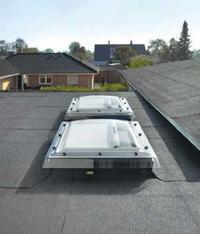 Montaz okien na dachu płaskim