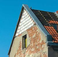 Wzmocnienie ścian pod nową więźbę dachową