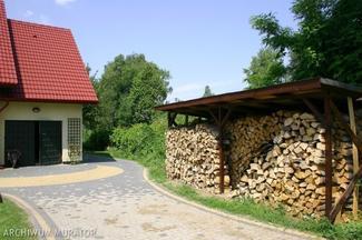Drewno kominkowe to podstawowe paliwo kominków
