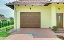Udany komplet. Drzwi wejściowe i brama garażowa.