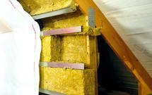 Wełna mineralna w połaciach dachu. Ocieplanie poddasza użytkowego
