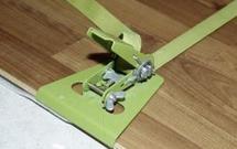 Układanie paneli podłogowych. 2 metody montażu paneli i najczęstsze błędy
