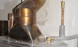 Ciepła woda z kominka z płaszczem wodnym