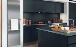 Gdzie zamontować grzejnik w kuchni, aby nie przeszkadzał w otwieraniu szafek