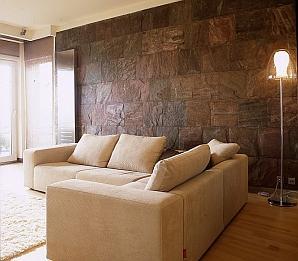 Naturalna ściana - kamień i drewno